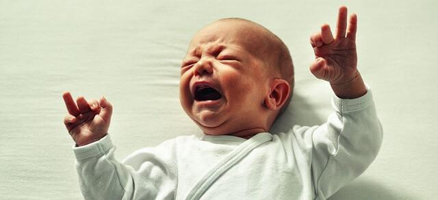 Prečo moje dieťa plače? príčinou môže byť detská kolika